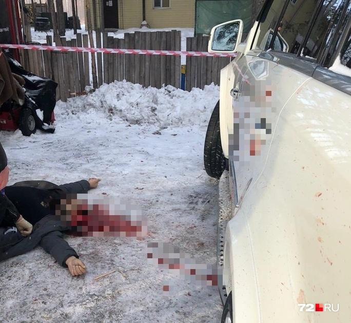 Снимок с места убийства мужчины. Ему прострелили голову