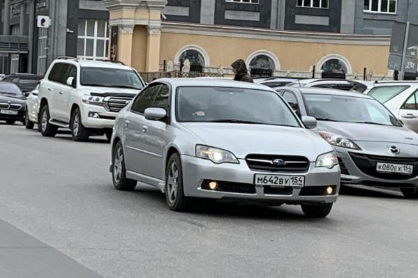 Каждая третья машина в Новосибирске — с правым рулем