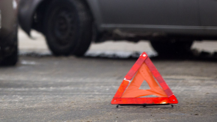В Ярославле автобус столкнулся с легковушкой: пострадали три человека