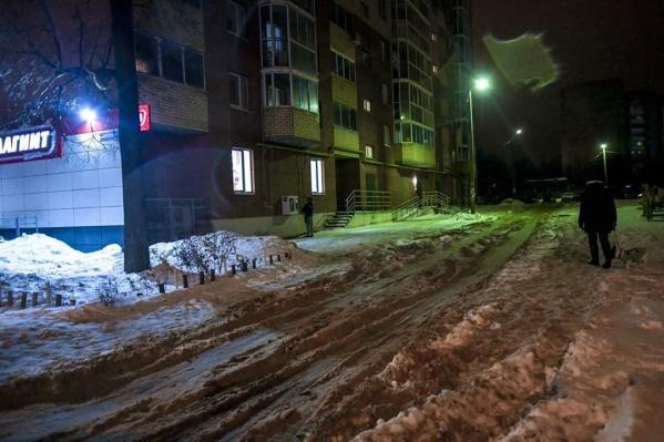 Такие кадры у себя вInstagram разместил сам глава Перми: на фото дворы в Мотовилихинском районе