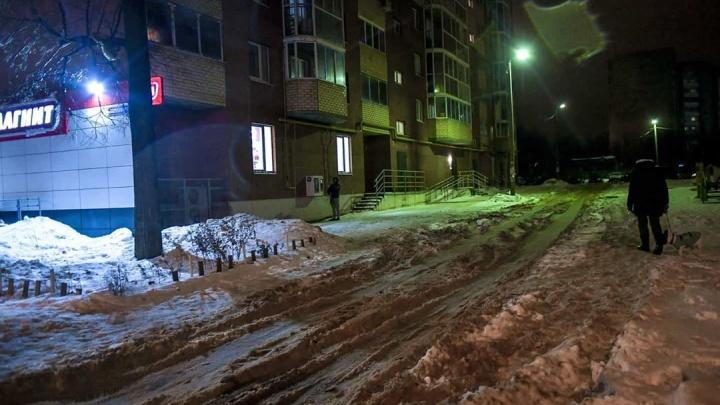 «Пора принимать жесткие меры»: мэр Перми пообещал сменить подрядчика в Мотовилихе за плохую уборку
