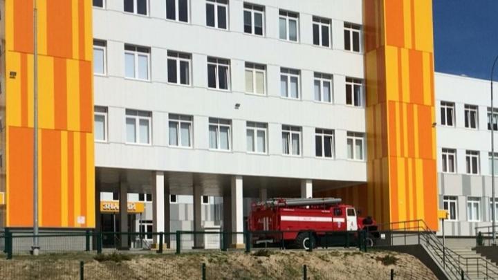 В Волгограде четвертая волна эвакуаций выгнала на улицу сотню школьников