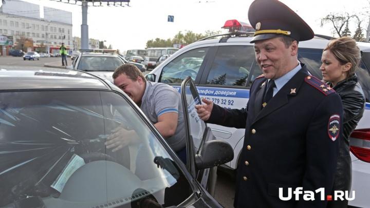 «Всех растонируем!»: как Динар Гильмутдинов снимал пленку с автомобилей уфимцев