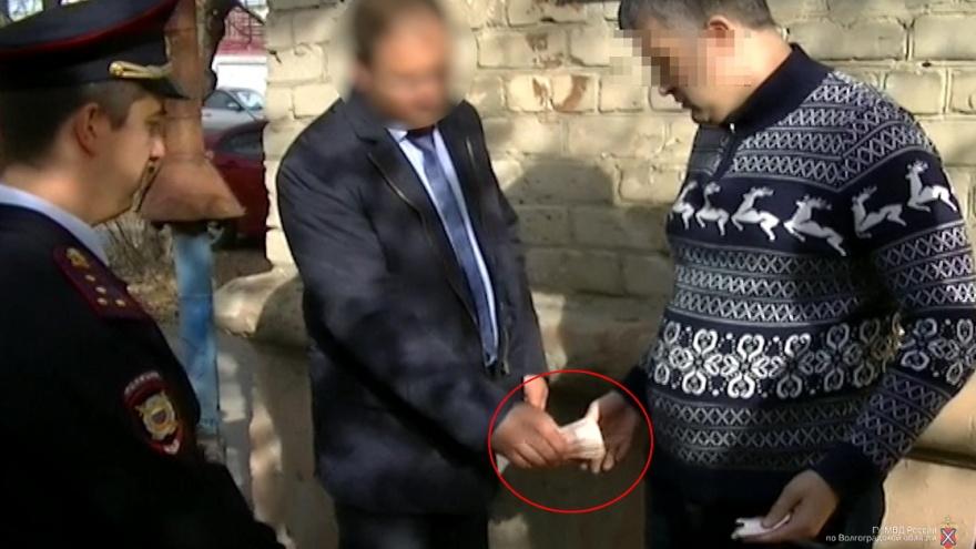 В Волгограде инспектора Ростехнадзора задержали за взятку