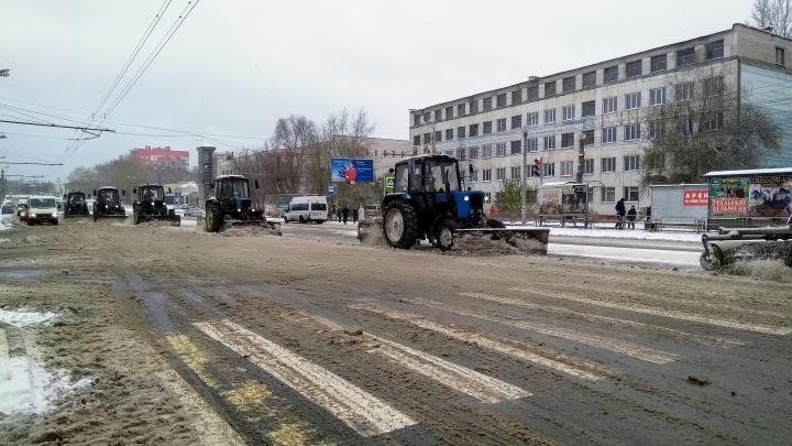 Пятая колонна: челябинские дорожники попросили автомобилистов не мешать работе уборочной техники