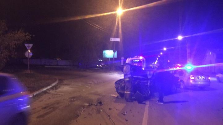 На Проезжей Nissan лоб в лоб врезался в Lexus: пострадали 2-летний ребенок и девушка