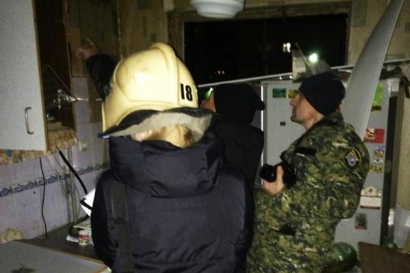 Квартиру осмотрели спасатели и следователи