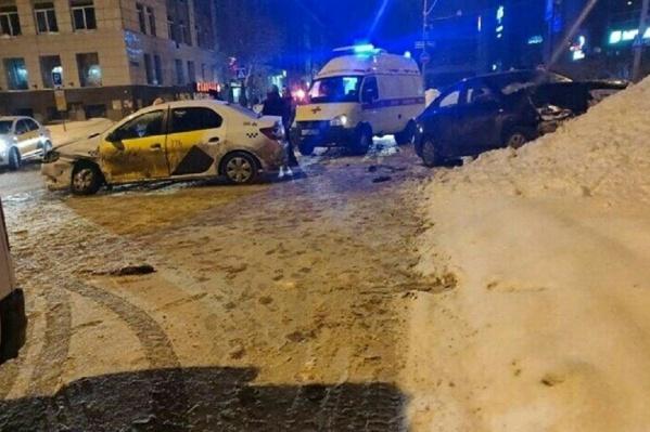Таксист не пропустил машину, которая двигалась по главной