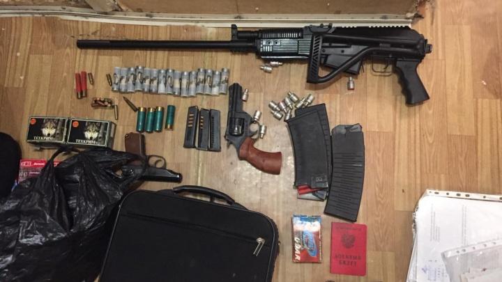На Урале ФСБ задержала торговца оружием, помогающего откосить от армии