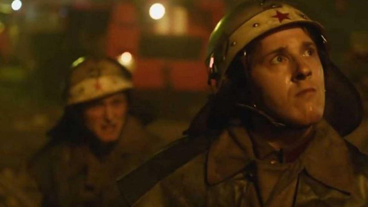 Первыми на место аварии прибыли пожарные, которые считали, что едут тушить загоревшуюся крышу электростанции