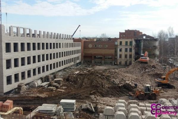 Работу над четвертым этажом скоро закончат