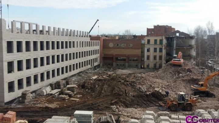 Отстроили три этажа: реконструкция одной из самых старых школ Уфы в самом разгаре