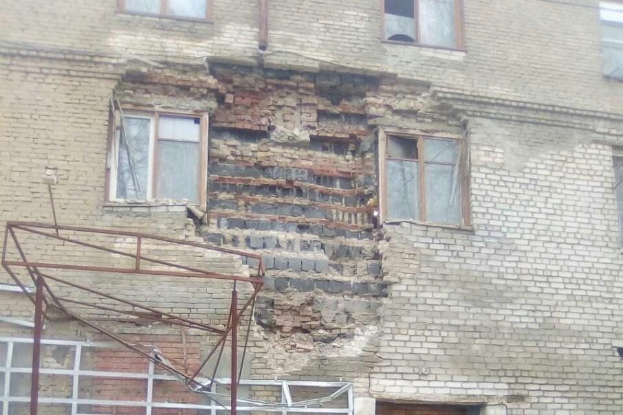 Управляющая компания должна была укрепить разрушающиеся стены ещё в апреле