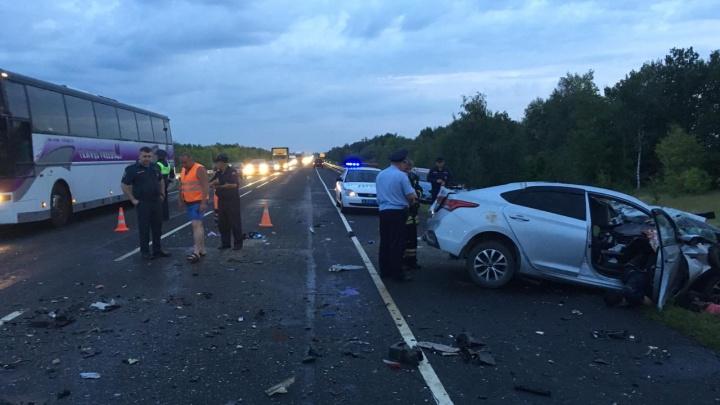Трое жителей Карелии погибли в лобовом ДТП с рейсовым автобусом на трассе в Волгоградской области