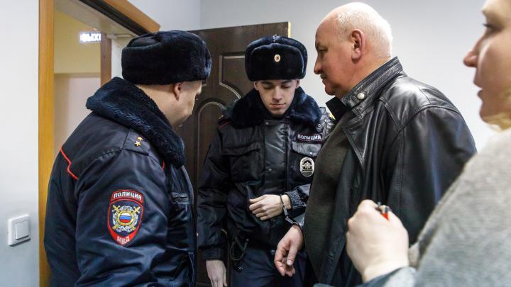 «Взят под стражу в зале суда»: бывшему вице-мэру Андрею Доронину дали три года колонии за взятку