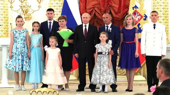 Владимир Путин наградил орденом многодетную семью из Уфы