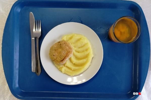 Еду для школьников готовили, хранили и продавали с нарушением санитарных норм, выяснили в суде