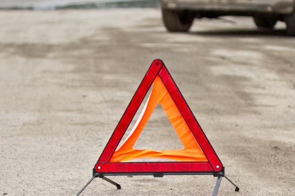 Очевидцы сообщают, что велосипедист попал под Hyundai Solaris