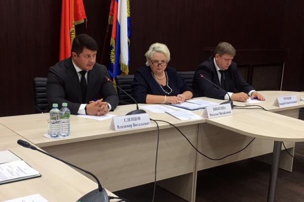 Владимир Слепцов провёл первое совещание