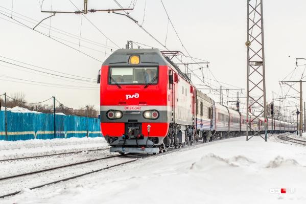 Мужчина чистил снег и не услышал звук приближающегося поезда