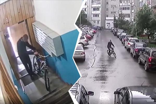 Мужчина целый час пытался заполучить велосипед, но, когда ему это удалось, не справился с вождением и упал