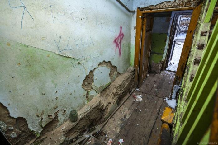 Жителей аварийного барака пообещали расселить в первоочередном порядке