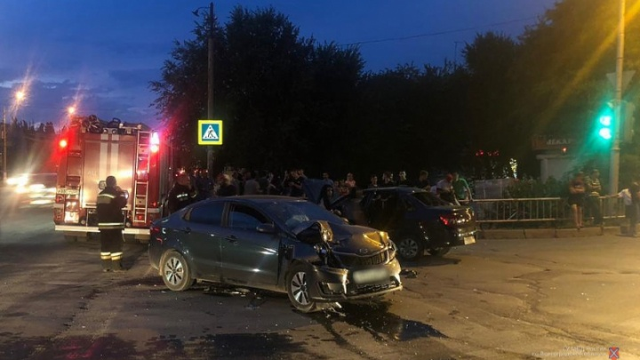 Надо быть добрее: в Волгограде и Волжском перевернулись две машины из-за хамства водителей