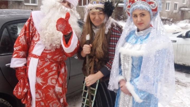 Успеть за девять часов: ярославец в костюме Деда Мороза бесплатно обошёл 40 семей