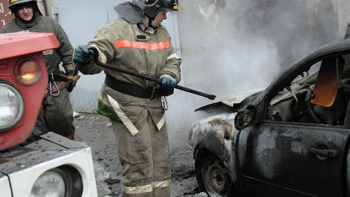 В Челябинске сожгли иномаркудиректора управляющей компании