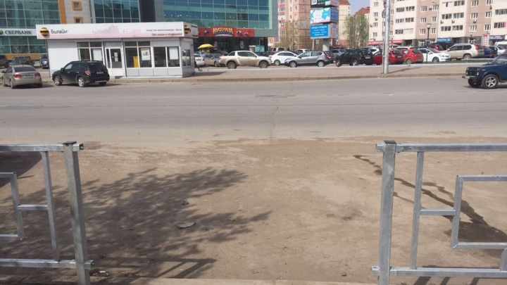 В Уфе вандалы сломали новые пешеходные ограждения