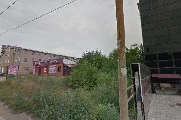 На Алма-Атинской расположены многие крупные кафе и гостиницы