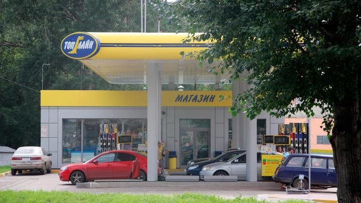 Омская сеть АЗС десятый раз за месяц изменила цены на бензин