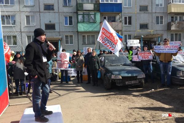 Митинг прошел в Катунино во дворе домов