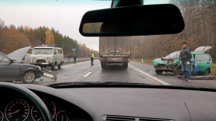 На трассе Уфа–Оренбург столкнулись две легковушки
