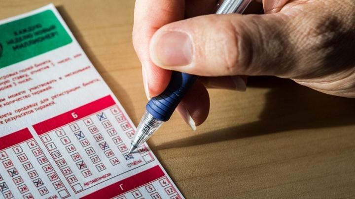 Красноярец выиграл 9 миллионов в лотерею ценой в проездной билет