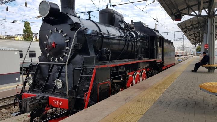 Посмотреть и потрогать: на вокзале «Волгоград-1» прошла выставка паровозов и тепловозов