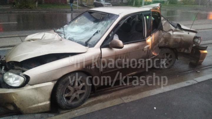 Пьяный за рулём «КИА» влетел в ограждение на Красрабе и раскурочил авто