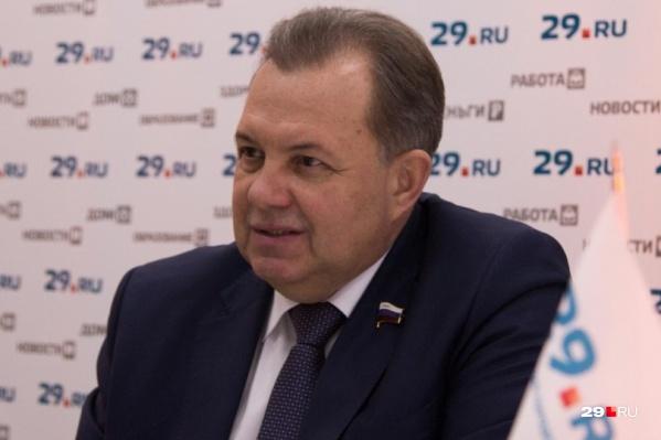 Виктор Павленко считает, что мусорную проблему должны решать в кабинетах депутатов, а не на митингах