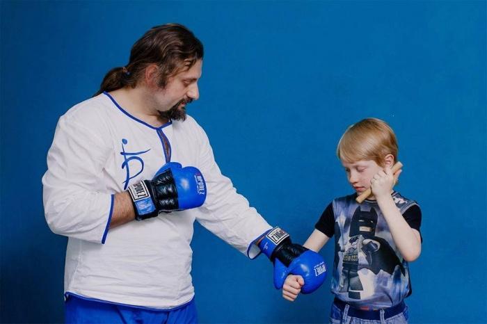Максим Беренов ведёт курсы по безопасности и самообороне для детей