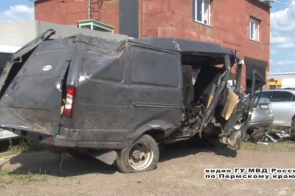 Виновник аварии ехал на этой угнанной«Газели», выпив несколько бутылок алкоголя