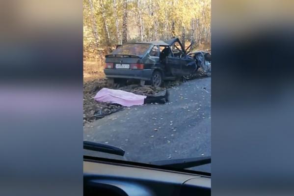 От удара автомобиль смяло, как игрушку