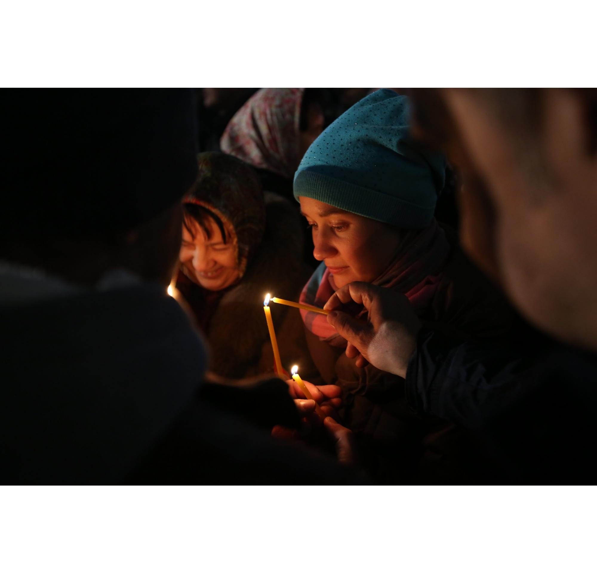 Службы в новосибирских храмах традиционно начались в 23:30