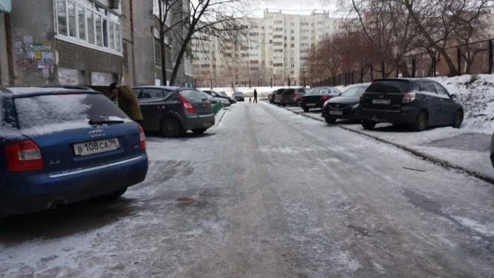 В Екатеринбурге застрелили парня, который набросился на полицейского и пытался забрать у него оружие