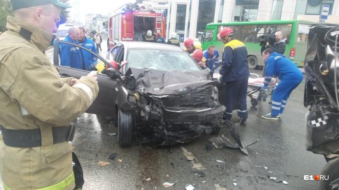 Такие повреждения получила KIA после аварии