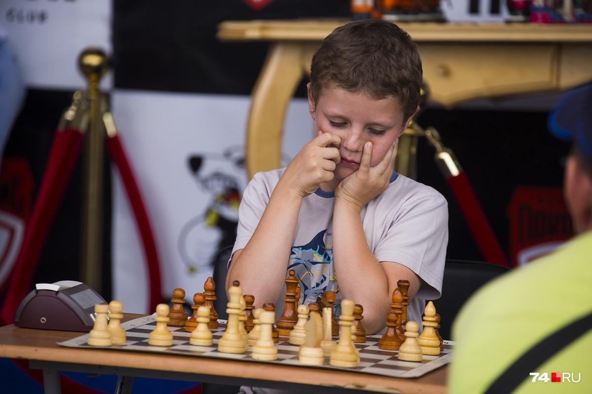Учить игре в шахматы можно с трёх лет