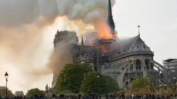 В Париже горит собор Парижской Богоматери