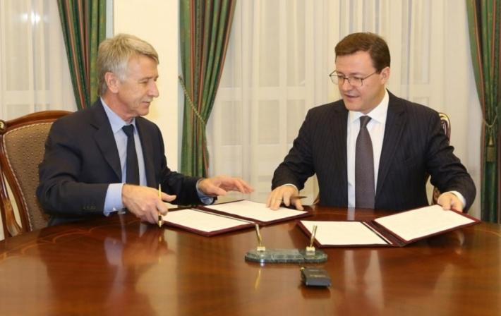 Бизнесмен вместе с действующим губернатором Самарской области Дмитрием Азаровым