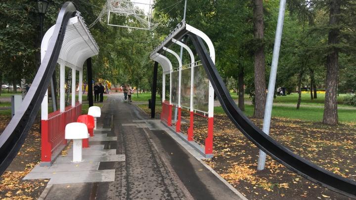 В сквере Мичурина планируют установить видеонаблюдение за светящимся трамваем