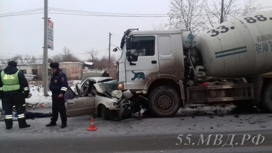 При ДТП с грузовым автомобилем вОмске погибли два человека
