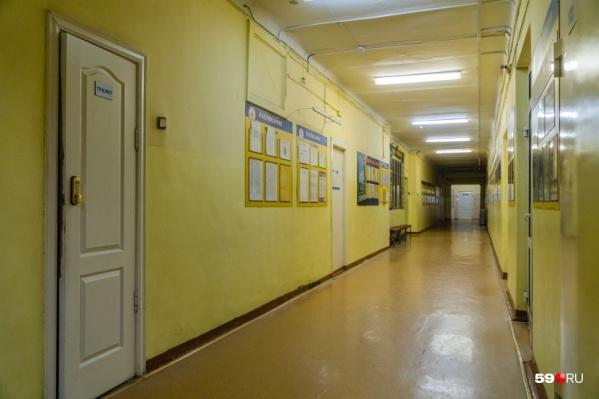 Подростка нашли погибшим в школе